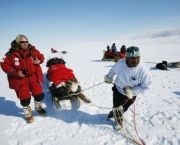 RImage    CLYDE RIVER, NUNAVUT, BAFFIN ISLAND, CANADA    Inuit hunter and team member Simon Qamaniq (R) pulls the sled next to Richard Branson (L) in order to harness the dogs, near Clyde River.  (Photo by Thierry Boccon-Gibod/Getty Images)